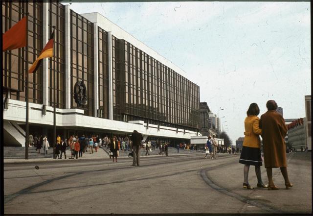 'Palast der Republik in den 80er Jahren'. Photo by Lutz Schramm http//:www.flickr.com/photos/lutzschramm.
