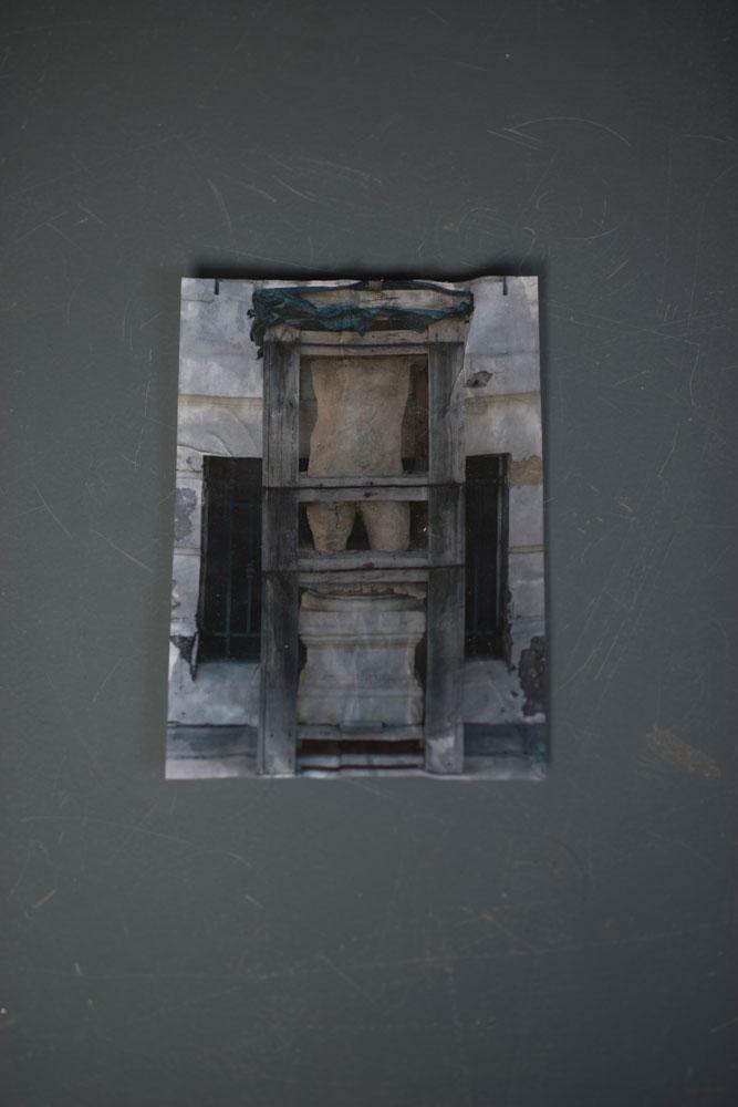 Adam Fearon, Dwell (2014) @ NR Projects, Berlin. Courtesy the gallery.