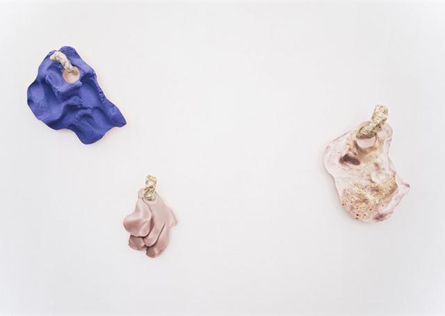 Rachel de Joode, Surfaces (2015). Install view. Courtesy Neumeister Bar-Am, Berlin.